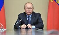 Présidentielle russe: Poutine largement en tête des sondages