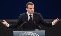 """Syrie: Macron reconnaît que les frappes menées contre des sites d'armes chimiques """"ne règlent rien"""""""