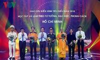 Rencontre d'individus illustres du mouvement Etudier et suivre l'exemple moral du président Hô Chi Minh