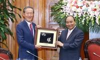 Nguyên Xuân Phúc reçoit des hommes d'affaires sud-coréens