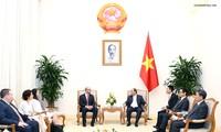 Nguyên Xuân Phuc reçoit une délégation d'hommes d'affaires des États-Unis