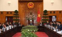 Vuong Dinh Huê reçoit une délégation d'hommes d'affaires français
