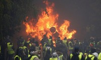 «Gilets jaunes»: les blocages se poursuivent lundi, pénurie d'essence en Bretagne
