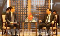 Trinh Dinh Dung rencontre des hommes d'affaires sud-coréens