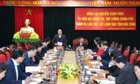 Le Premier ministre travaille avec les autorités de la province de Hoà Binh