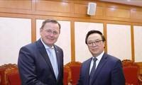 Hoàng Binh Quân accueille le gouverneur du land de Thuringe