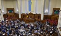 Ukraine: Zelenski dissout le parlement et convoque des élections