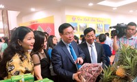 Vuong Dinh Huê au Forum sur la production et la vente des litchis de Bac Giang