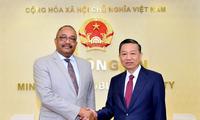 Renforcement de la coopération en matière de sécurité Vietnam-Angola