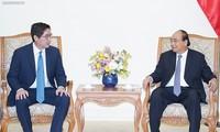 Rencontre entre le Premier ministre Nguyên Xuân Phuc et le PDG de JG Summit Holdings