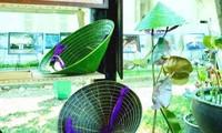Nguyên Thanh Thao et les chapeaux coniques en feuille de lotus
