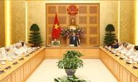 Nguyên Xuân Phuc reçoit d'anciens policiers venus en renfort dans le Sud