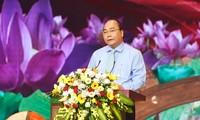 Vingt cinq personnes du mouvement «Étudier et suivre l'exemple moral de Hô Chi Minh» mis à l'honneur
