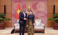 Le président de la Cour suprême de Singapour reçu par Nguyên Thi Kim Ngân