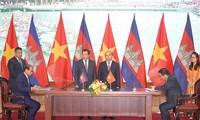 Deuxième journée du Premier ministre cambodgien au Vietnam