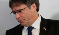 L'Espagne lance un nouveau mandat d'arrêt international contre Carles Puigdemont