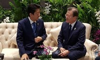Rencontre entre Moon Jae-in et Abe Shinzo à Bangkok