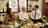 Vo Van Thuong  rend visite au professeur émérite Trân Hông Quân