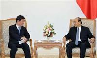 Nguyên Xuân Phuc reçoit le chef de la diplomatie japonaise