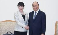 La ministre japonaise de l'Intérieur, de l'Information et de la Communication reçue par Nguyên Xuân Phuc