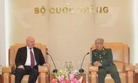 Échange Vietnam-Russie en défense