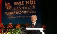 Nguyên Phu Trong exprime ses vœux à l'Association des journalistes