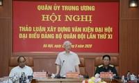 Nguyên Phu Trong participe à une réunion de la commission militaire centrale