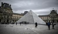 France: Après trois mois de fermeture, le Louvre rouvre ses portes