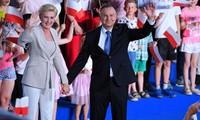 Pologne: le conservateur Andrzej Duda réélu président