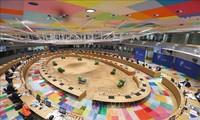 Sommet européen à Bruxelles: les discussions s'enlisent sur le plan de relance économique