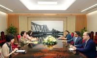 La directrice de l'ONUSIDA au Vietnam reçue par Vu Duc Dam