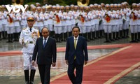 Cérémonie d'accueil du Premier ministre japonais au Vietnam