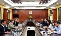 Trinh Dinh Dung reçoit des responsables des institutions onusiennes