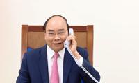 Nguyên Xuân Phuc s'entretient au téléphone avec Mark Rutte