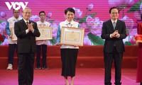 Le Vietnam honore ses meilleurs étudiants et élèves de 2020