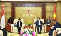 Le ministre de la Sécurité publique reçoit l'ambassadrice de Singapour