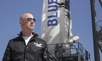 La capsule du milliardaire Jeff Bezos a atterri après son vol dans l'espace