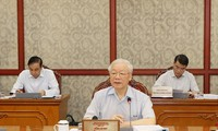 Nguyên Phu Trong à une réunion du Bureau politique sur la lutte contre la corruption