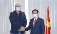 Vuong Dinh Huê rencontre le président du Parti du travail de Belgique