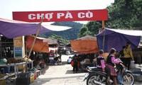 Sắc màu thổ cẩm ở phiên chợ Pà Cò
