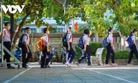 Học sinh Đà Nẵng ngày đầu trở lại trường
