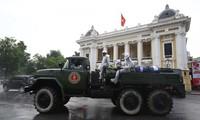 Quân đội phun khử khuẩn diện rộng tại Thủ đô Hà Nội, phòng Covid-19
