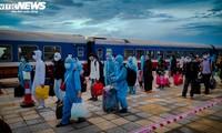 Chuyến tàu nghĩa tình chở 814 người dân Hà Tĩnh rời tâm dịch cập bến