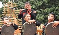 新春を祝うドラとシンバルのメロディー