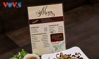 精進料理専門店「ランタ」の春巻きと野菜サラダ