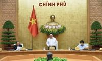 チン首相、初の政府会議を主宰