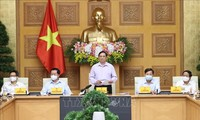 チン首相 報道機関の指導者らと懇親