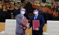 中国から 50万回分の新型コロナワクチンを受け取る