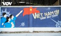 ハノイ市内で新型コロナ対応を宣伝する壁画