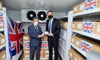 英政府、41万5000回分のAZワクチンを寄贈